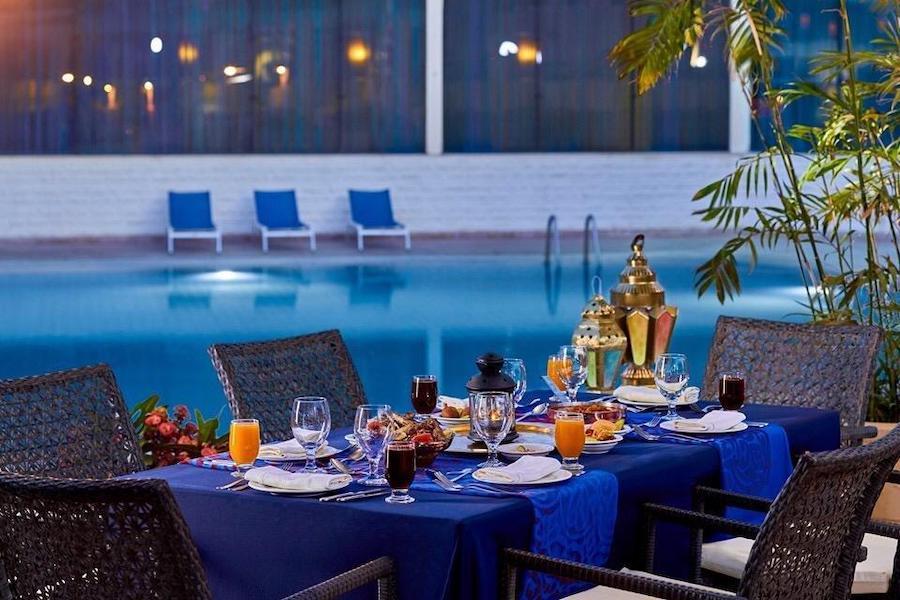 Cairo_Pyramids_Hotel_Pool table
