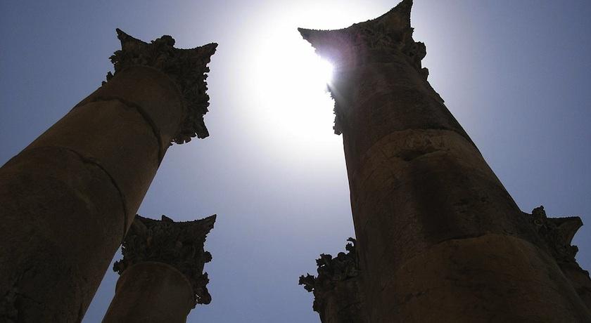 Jerash colloums sunlight