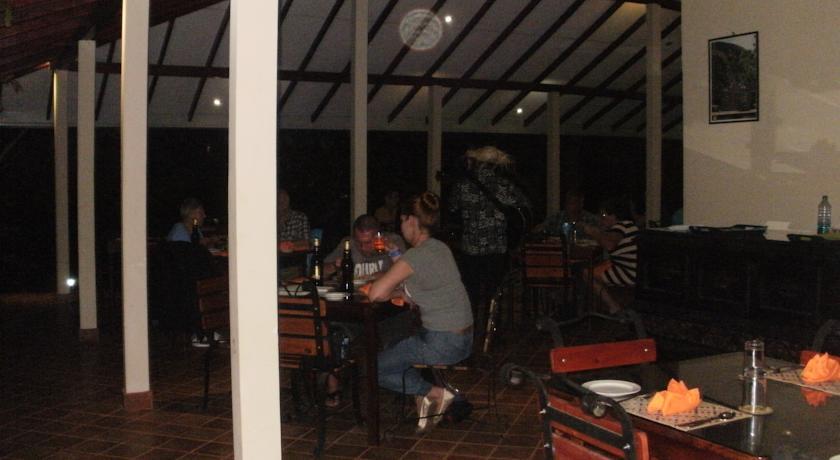 Nice Place Hotel Sigiriya Sri Lanka_resturant