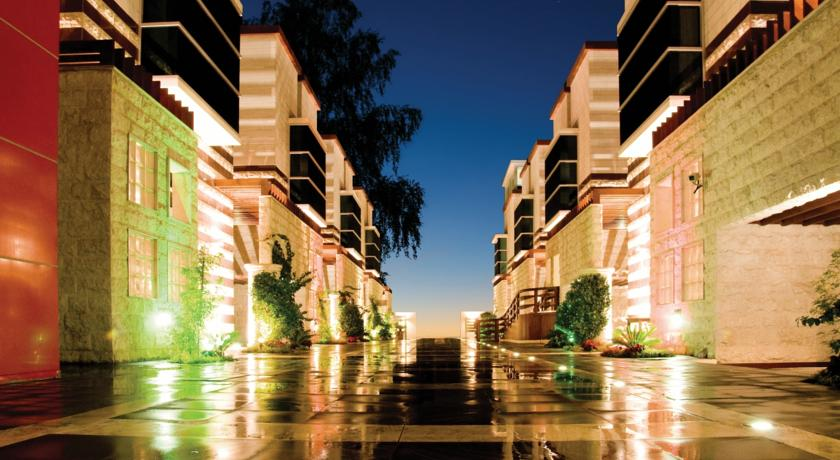 Abu Dhabi - One to One Hotel - The Village