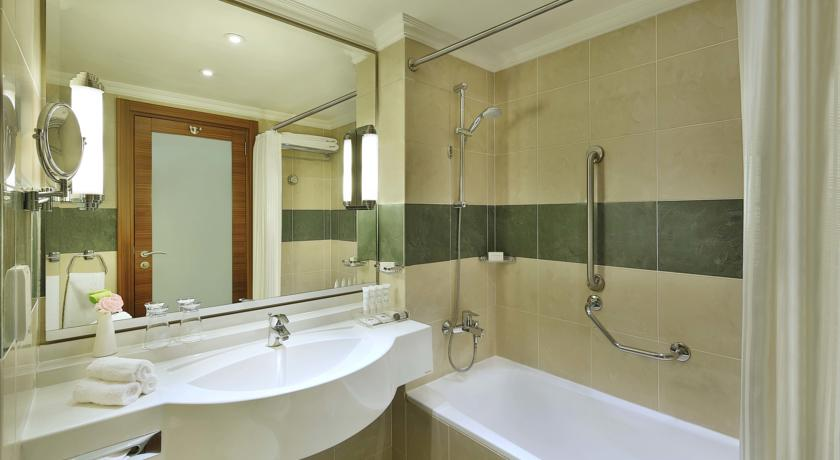 Crowne Plaza Amman bathroom Jordan