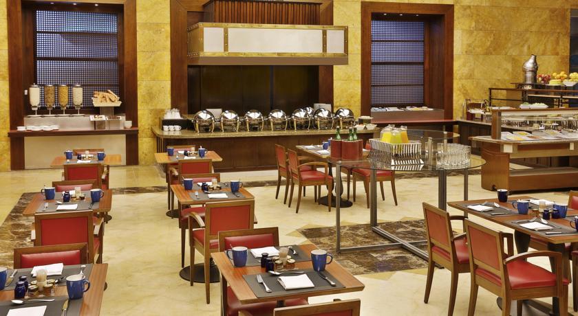 Crown Plaza Amman restaurant Jordan rejser til jordan dead sea rejs med younes rejser