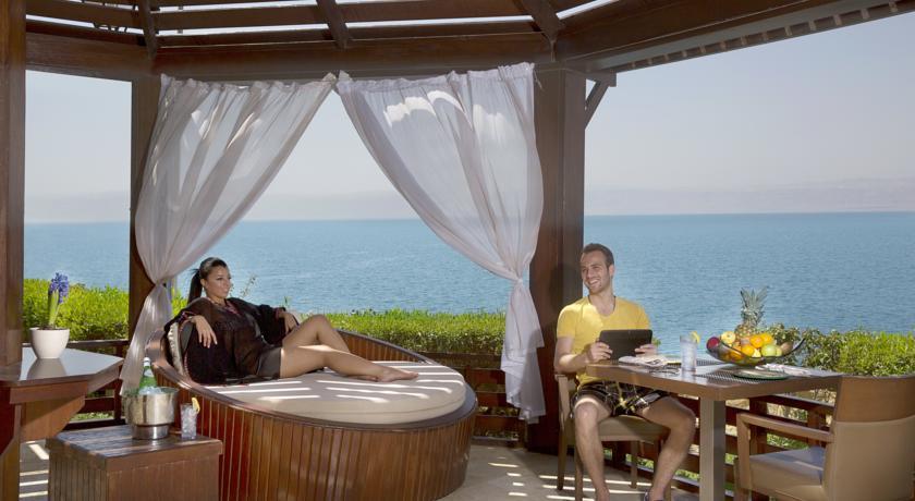 Crown Plaza Dead Sea terrasse Jordan rejser til jordan dead sea med younes rejser