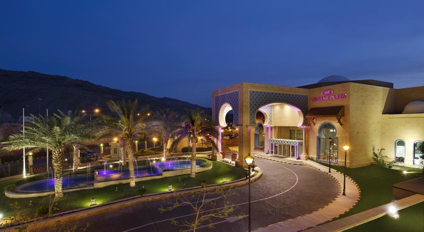 Crown Plaza Dead Sea entrance night Jordan rejser til jordan dead sea bestil ved younes rejser