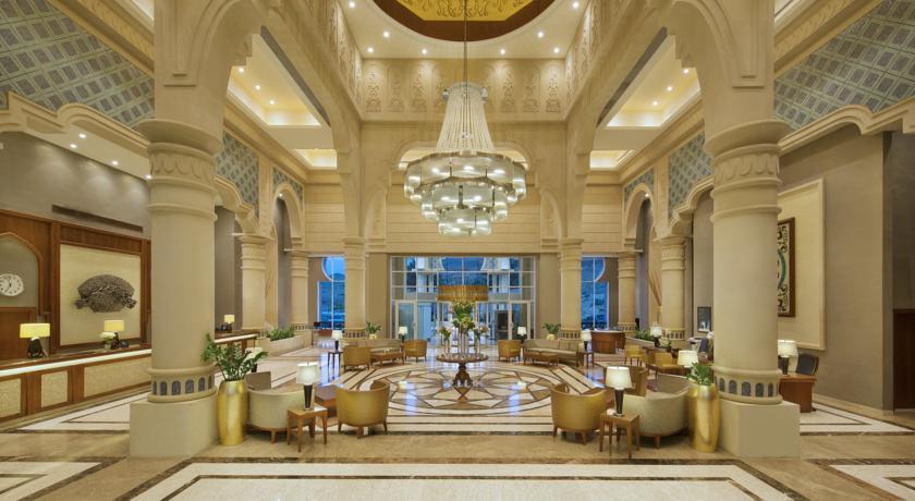 Crown Plaza Dead Sea lobby Jordan rejser til jordan dead sea younes rejser