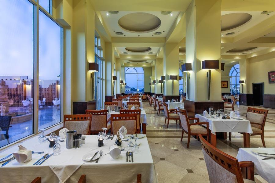 Cleopatra Luxury Resort Italian Restaurant badeferie hurghada egypten rejs med younes rejser