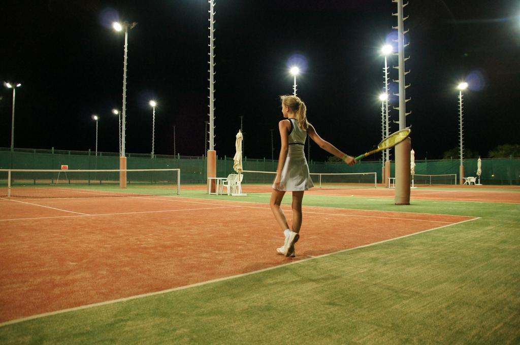 Cleopatra Luxury Resort Tennis sport aktiv ferie hurghada egypten rejs med younes rejser