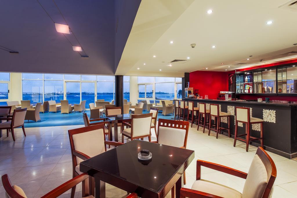 Cleopatra Luxury Resort bar wiev badeferie moderne hurghada egypten rejs med younes rejser