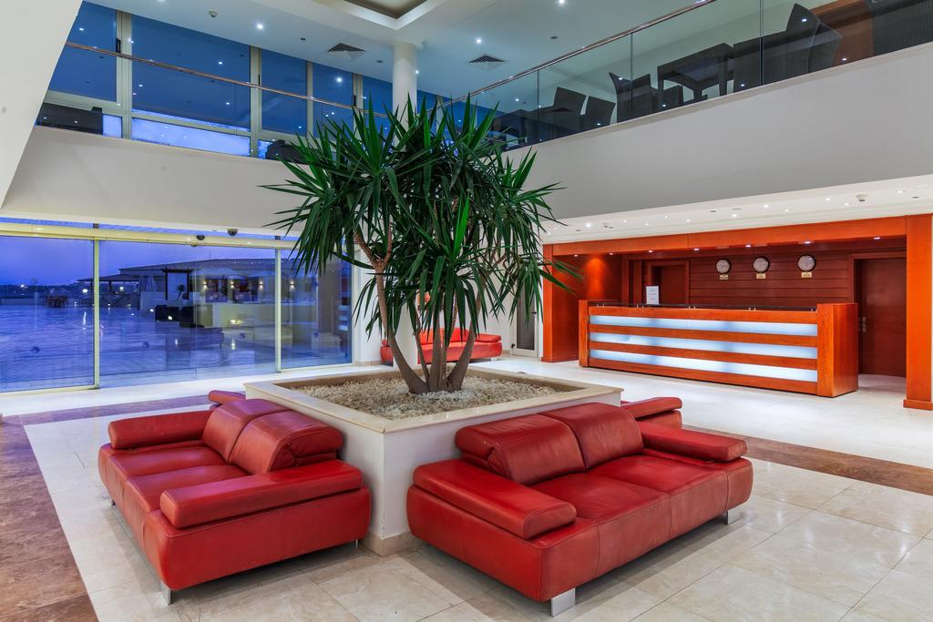 Cleopatra Luxury Resort reception lobby badeferie moderne hurghada egypten rejs med younes rejser