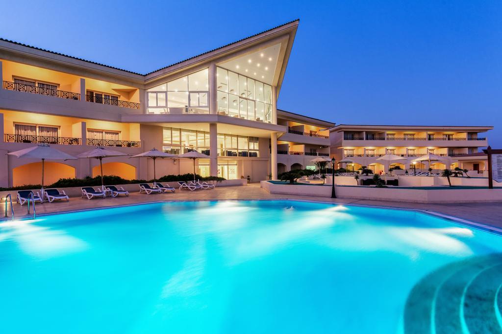 Cleopatra Luxury Resort pool area hurghada egypten rejs med younes rejser