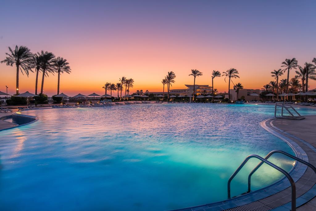 Cleopatra Luxury Resort pool area badeferie hurghada egypten rejs med younes rejser