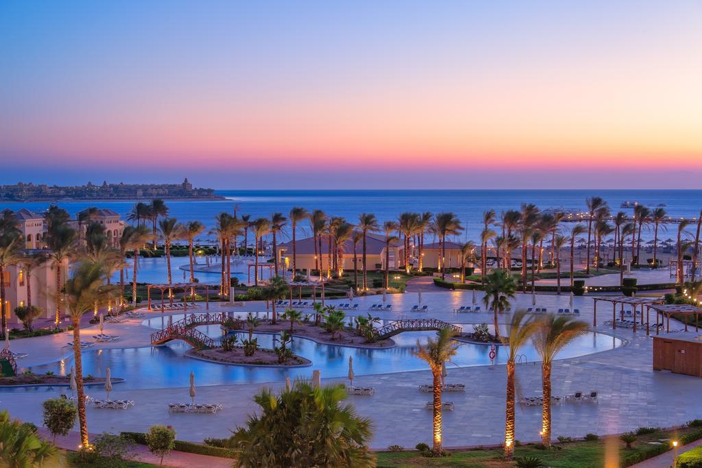 Cleopatra Luxury Resort poolwiev evening sunset hurghada egypten rejs med younes rejser