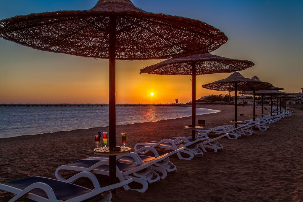Cleopatra Luxury Resort sunset romance badeferie hurghada egypten rejs med younes rejser