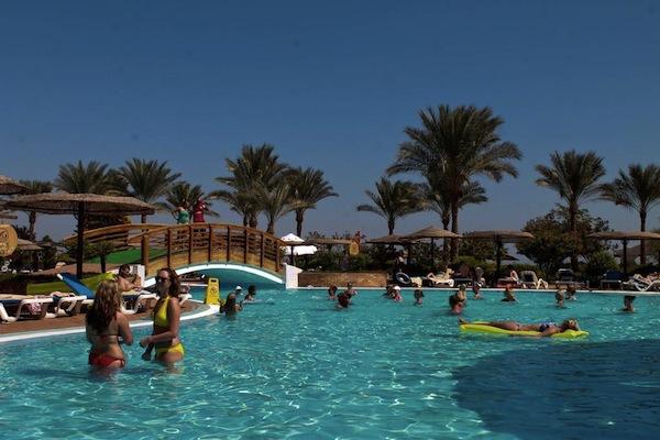 Royal Grand Sharm Resort big pool area svømmeferie sharm el sheik egypten rejs med younes rejser