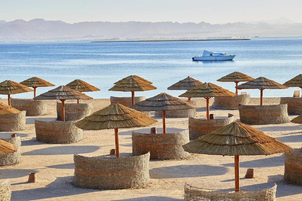 Sheraton Sharm Hotel beach badeferie sharm el sheik egypten rejs med younes rejser