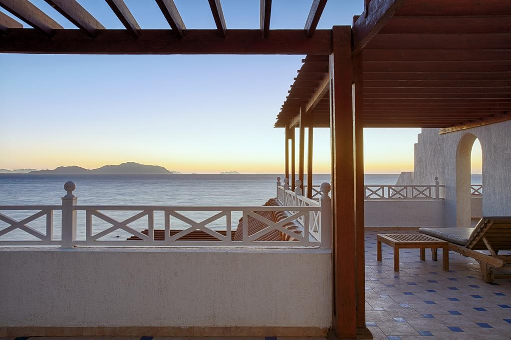 Sheraton Sharm Hotel beach view badeferie sharm el sheik egypten rejs med younes rejser