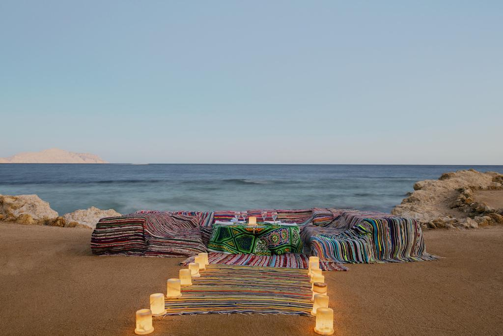 Sheraton Sharm Hotel resort romantic beach dinner sharm el sheik egypten rejs med younes rejser