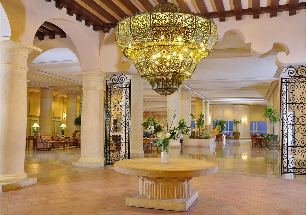Sheraton Sharm Hotel resort, villas & spa lobby area beach badeferie sharm el sheik egypten rejs med younes rejser
