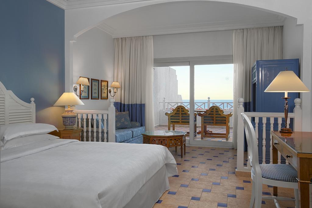 Sheraton Sharm Hotel resort room badeferie sharm el sheik egypten rejs med younes rejser