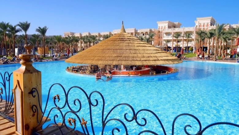Albatros Palace pool Hurghada egypten rejser med younes rejser
