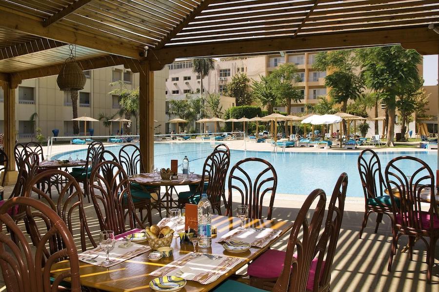Egypten rejse Eatabe_Luxor_pool_restaurant