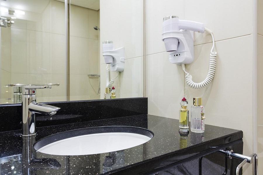 Dubai Ibis Deira City Centre bathroom