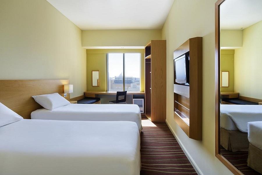 Dubai Ibis Deira City Centre twin room