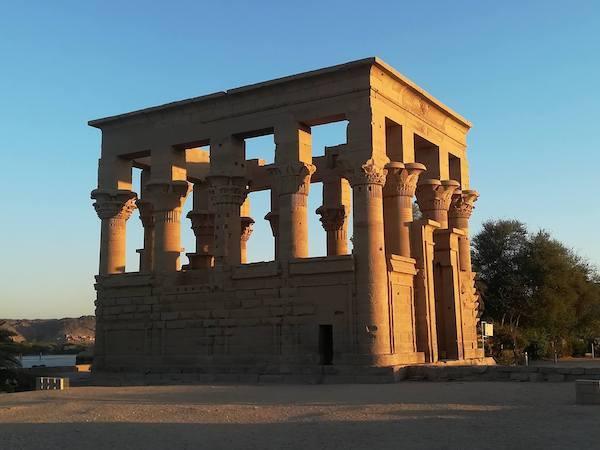 Philae_Temple_kiosk_Younes_Rejser
