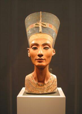 Nefertiti byste, Neues Museum i Berlin Younes Rejser