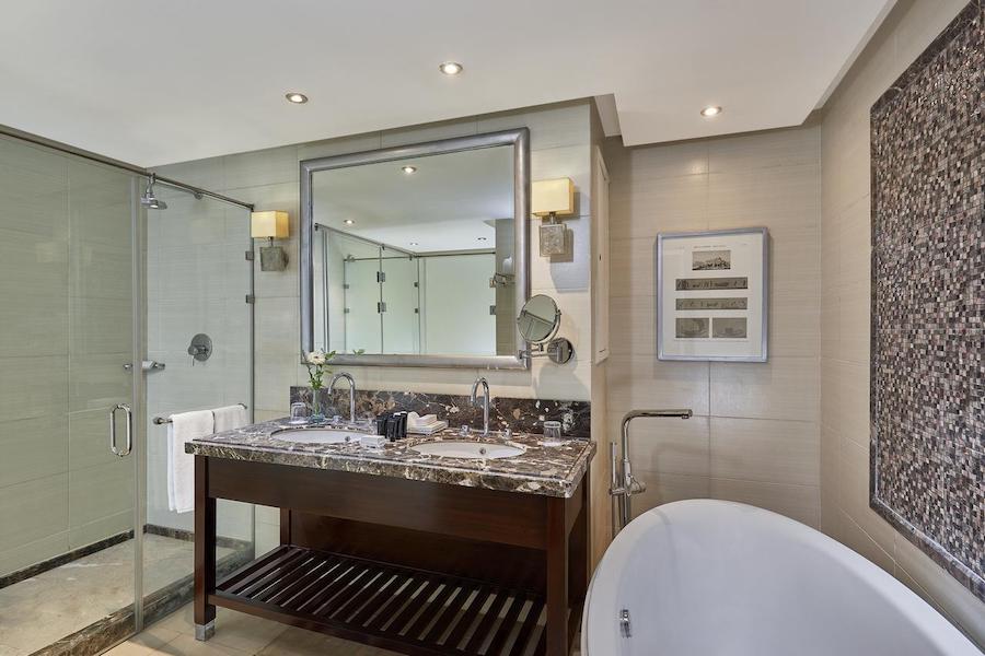 bathroom2_Cairo_Pyramids_Steinenberger