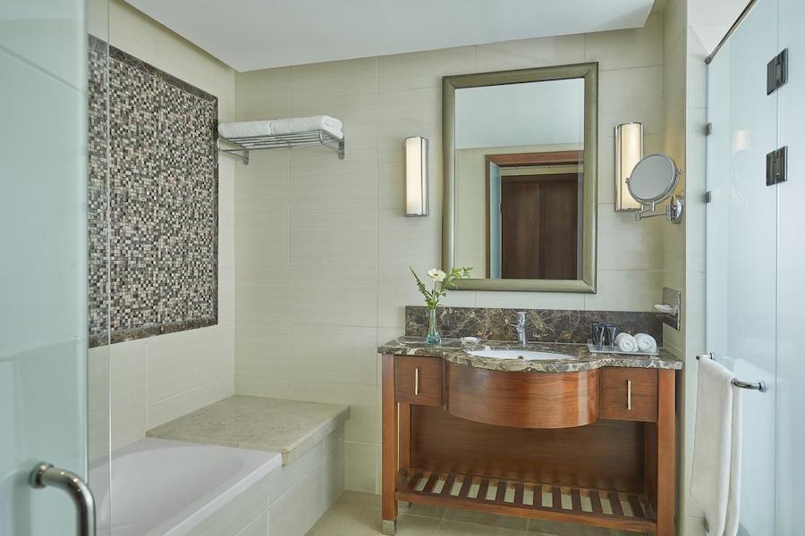 bathroom_Cairo_Pyramids_Steinenberger