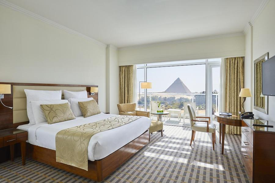 room_ pyramidsview_Cairo_Pyramids_Steinenberger